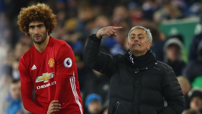 Jose Mourinho dan Marouane Fellaini ketika masih bersama di Manchester United. (Foto: Clive Brunskill/Getty Images)