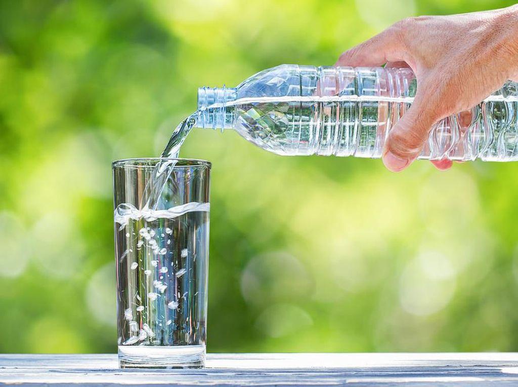 Pakai Air Mineral dalam Kemasan untuk Susu Anak, Bagus Nggak Sih?