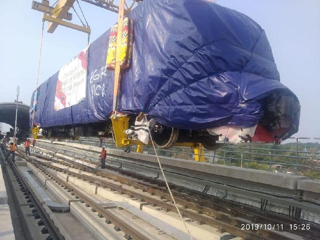 Kereta LRT Tiba di Cibubur, Menhub: Bakal Diuji Coba 1 Bulan