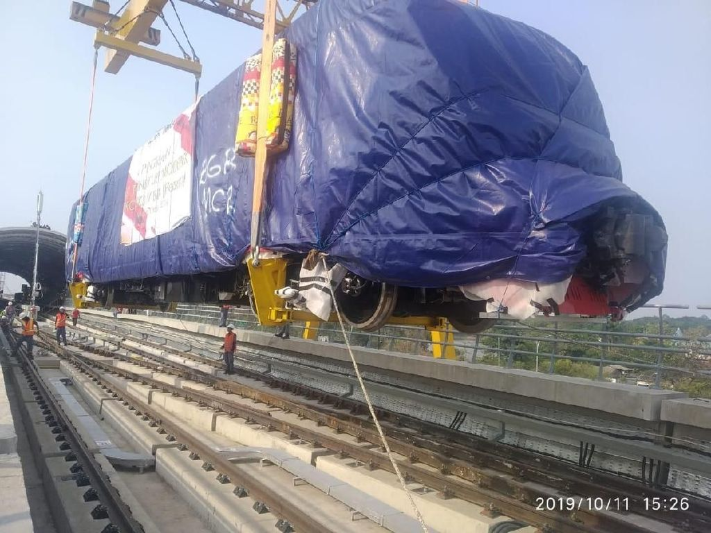 Akhirnya! Kereta LRT Jabodebek Tiba di Jakarta