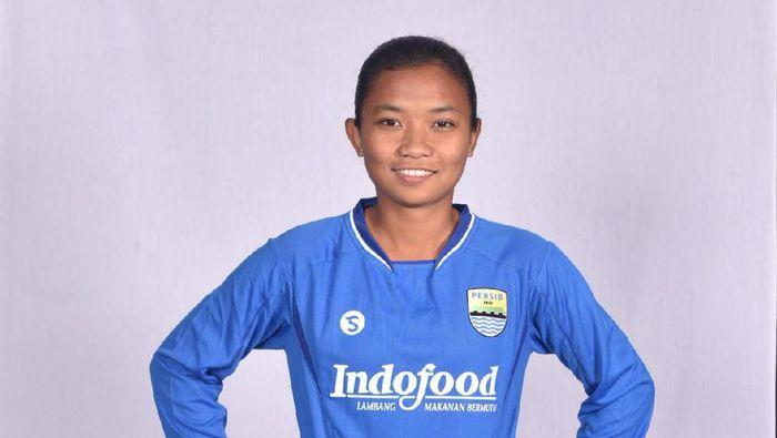 Febriana Kusumaningrum (Persib Bandung putri) kerap dipanggil Bambang saking ngefans-nya dengan Bambang Pamungkas. Foto: ist.