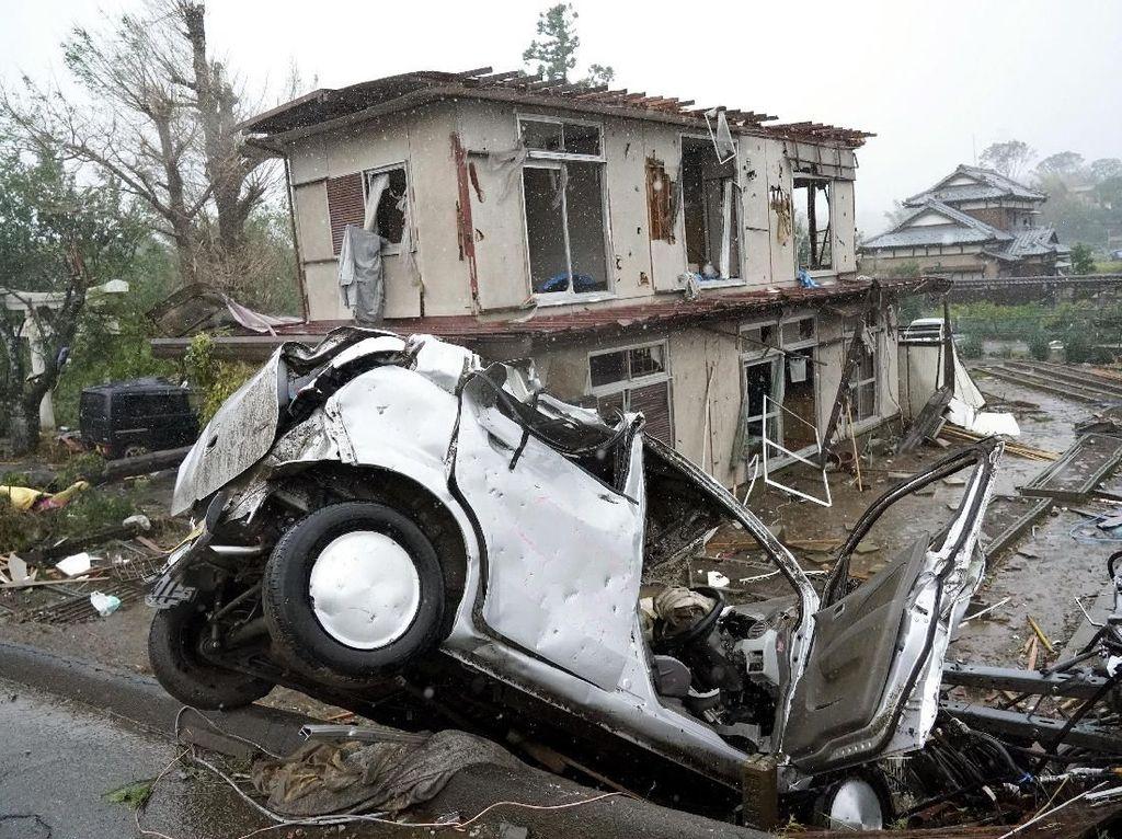 Dampak Kerusakan Topan Hagibis di Ichihara Jepang
