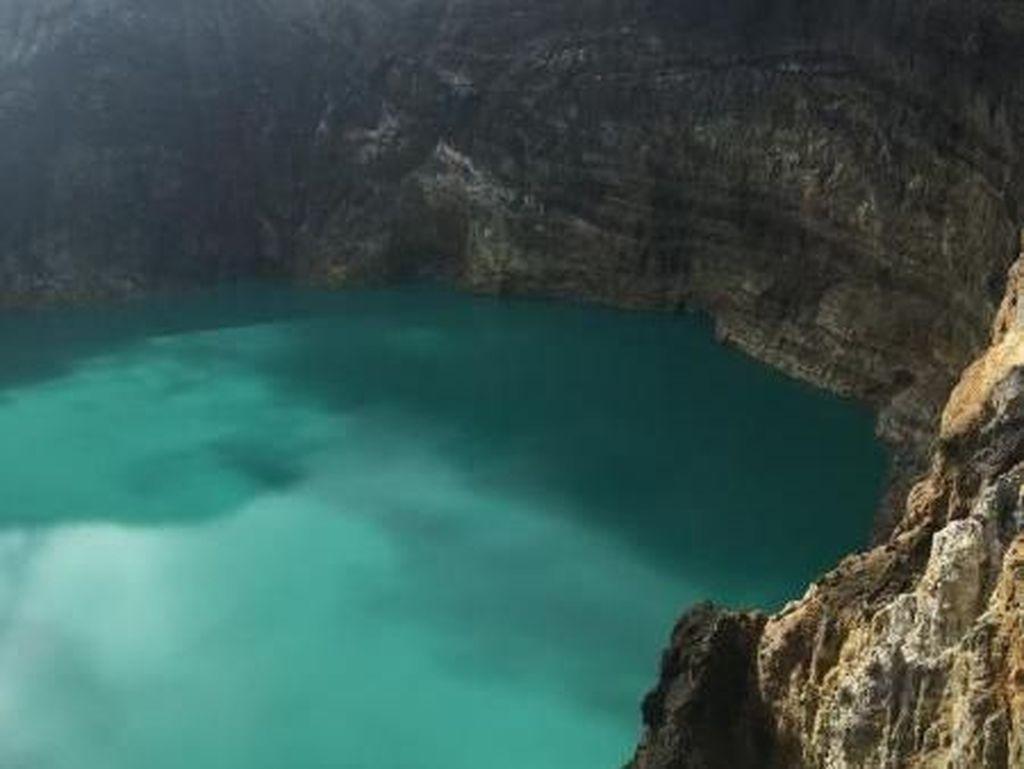 Pesona Gunung dan Danau Kelimutu Yang Tak Ada Duanya