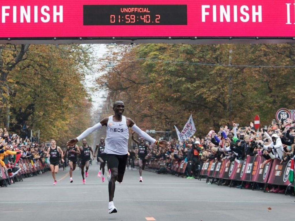 Eliud Kipchoge Pecahkan Rekor Dunia Maraton, Catat Waktu Kurang dari 2 Jam