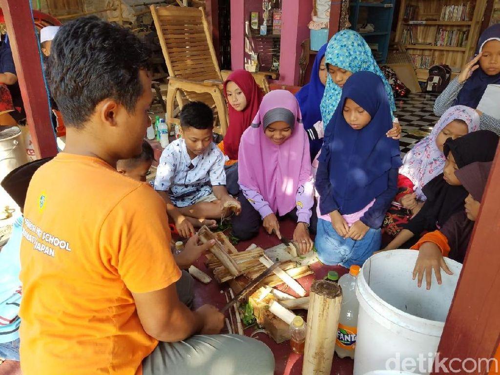 Peduli Alam, Anak-anak di Jepara Diajari Bikin Pupuk Cair Non-Kimia