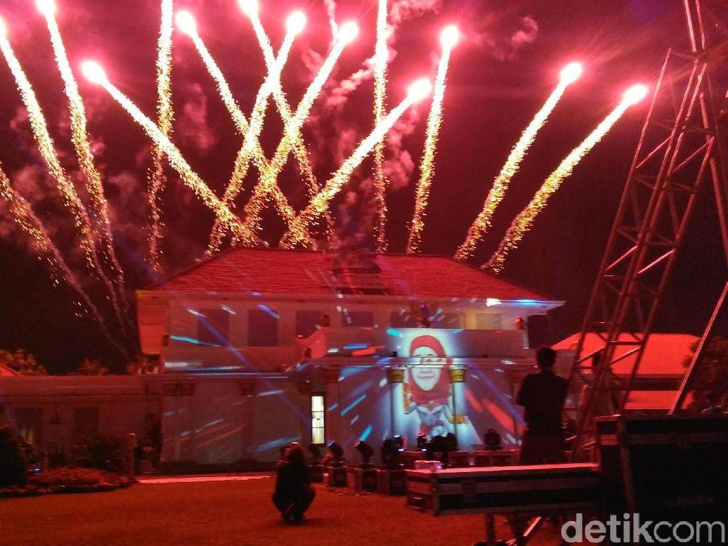 Ada Captain Marvel Berjilbab Merah di Pesta Rakyat HUT Jatim