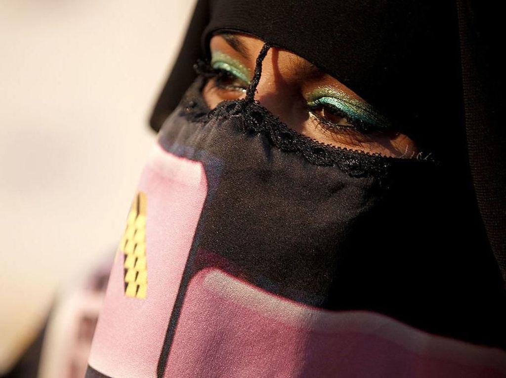 Viral Crosshijaber, Fenomena Pria Berhijab Syari dan Masuk Masjid
