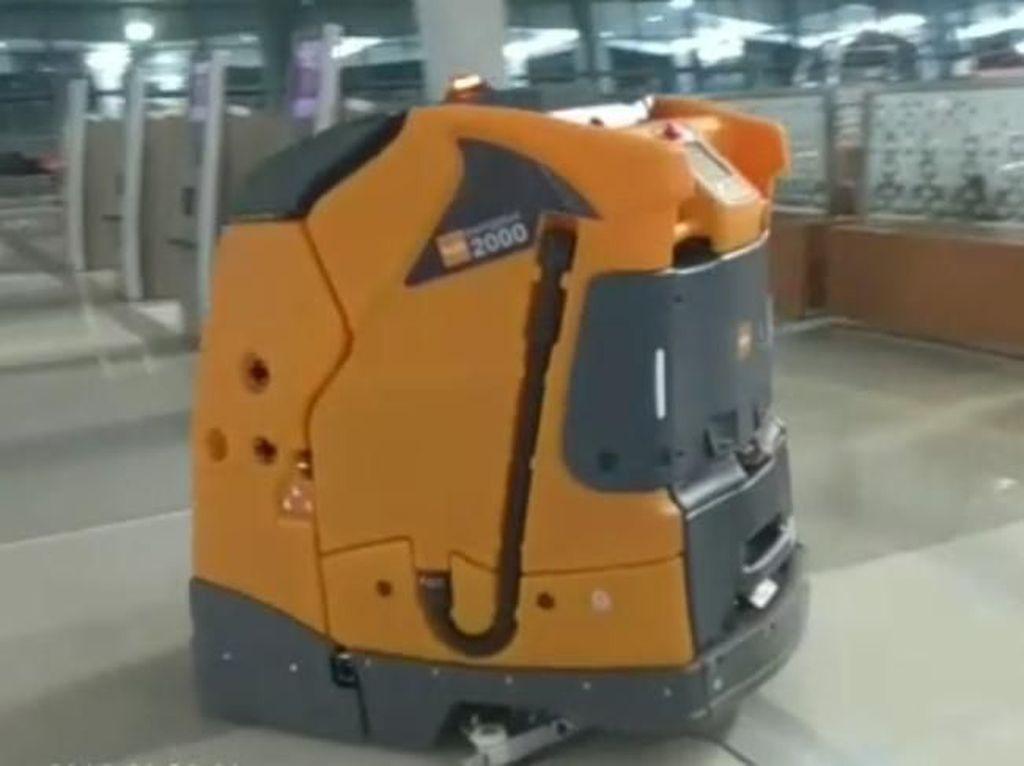 Tukang Pel Hingga Customer Service Bandara Soetta Digantikan Robot