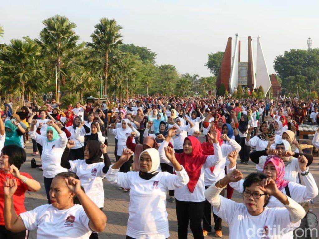 Warga Mojokerto Sambut Pelantikan Jokowi dengan Senam Cinta Damai