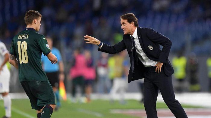 Roberto Mancini membawa kegembiraan bagi fans Italia usai membawa Gli Azzurri lolos ke Piala Eropa 2020 (Foto: REUTERS/Alberto Lingria)