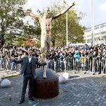 Duh, Patung Ibrahimovic Roboh Akibat Aksi Vandalisme