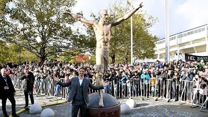 Patung Zlatan Ibrahimovic di Malmo, Swedia