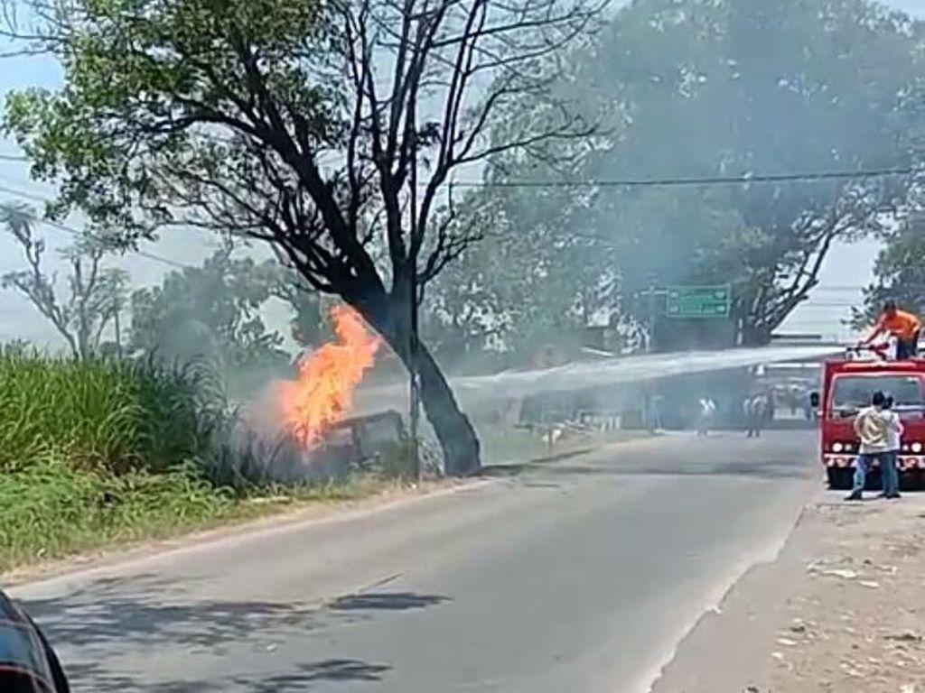 Mobil Terbakar di Kudus, 2 Orang Luka