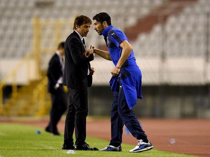 Gianluigi Buffon dan Antonio Conte saat di Timnas Italia. (Foto: Claudio Villa/Getty Images)