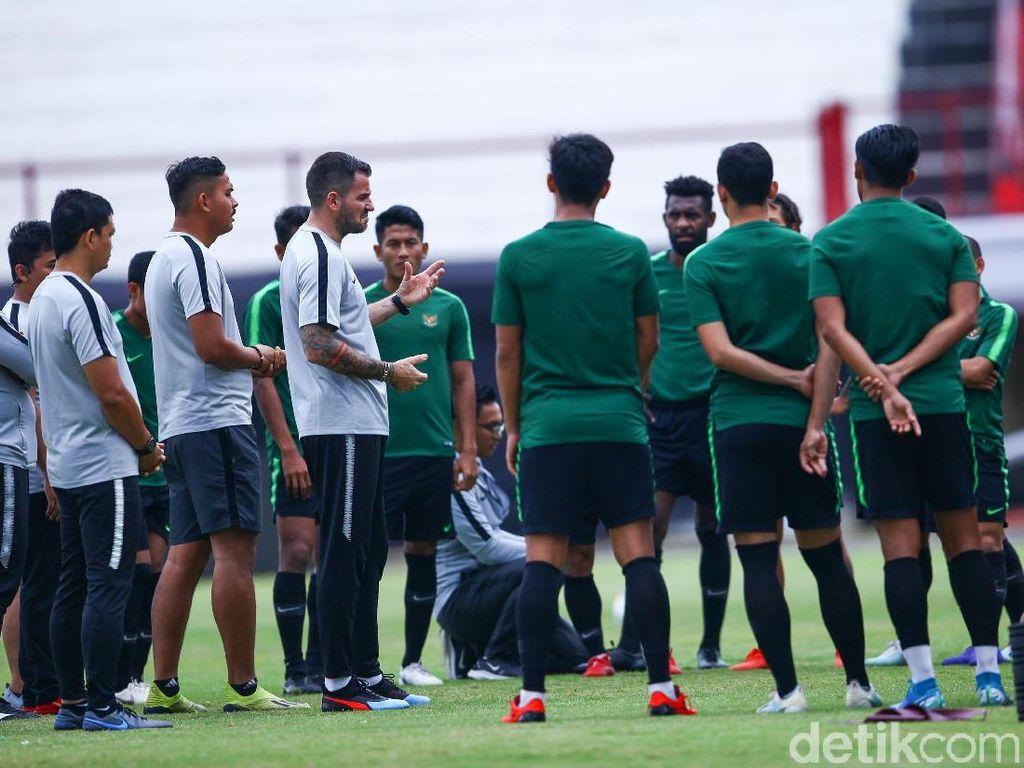 Jadi Pelatih Timnas Indonesia Itu Harus Siap Dalam Tekanan