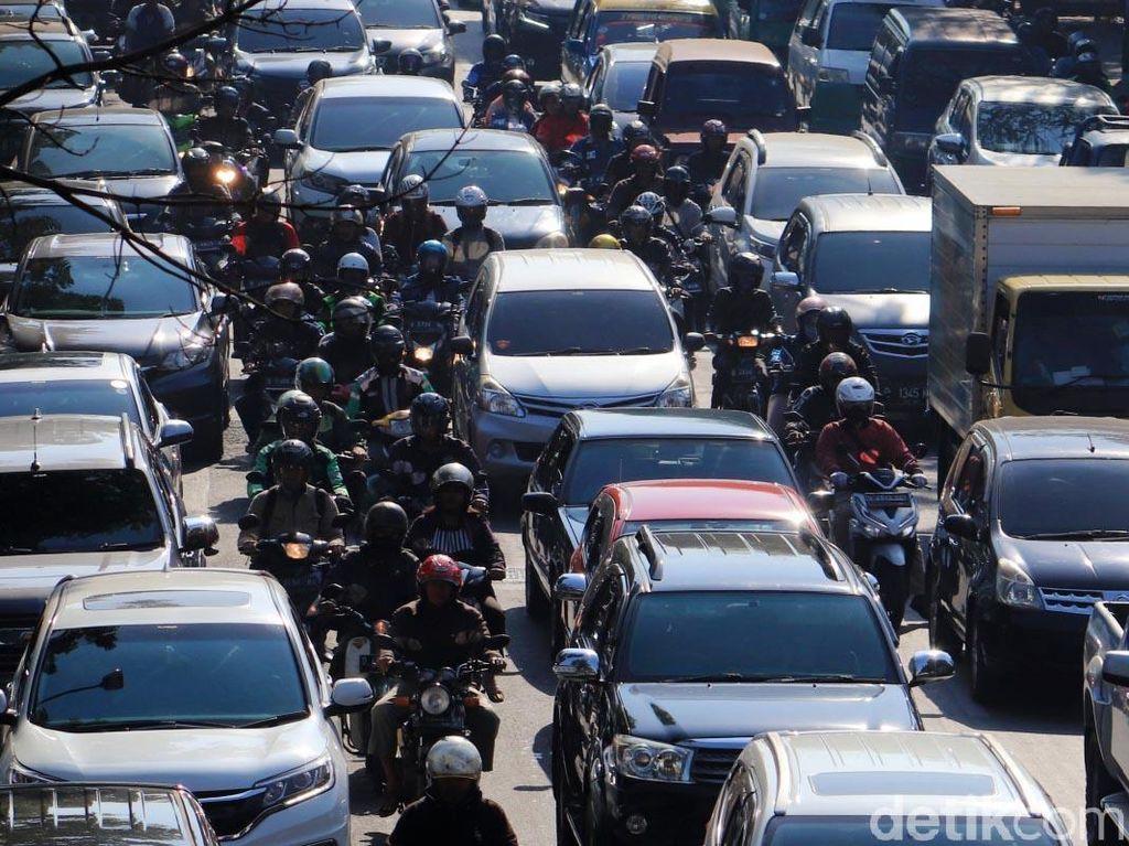 Negara Ini Bakal Larang Motor Melintas di Jalan