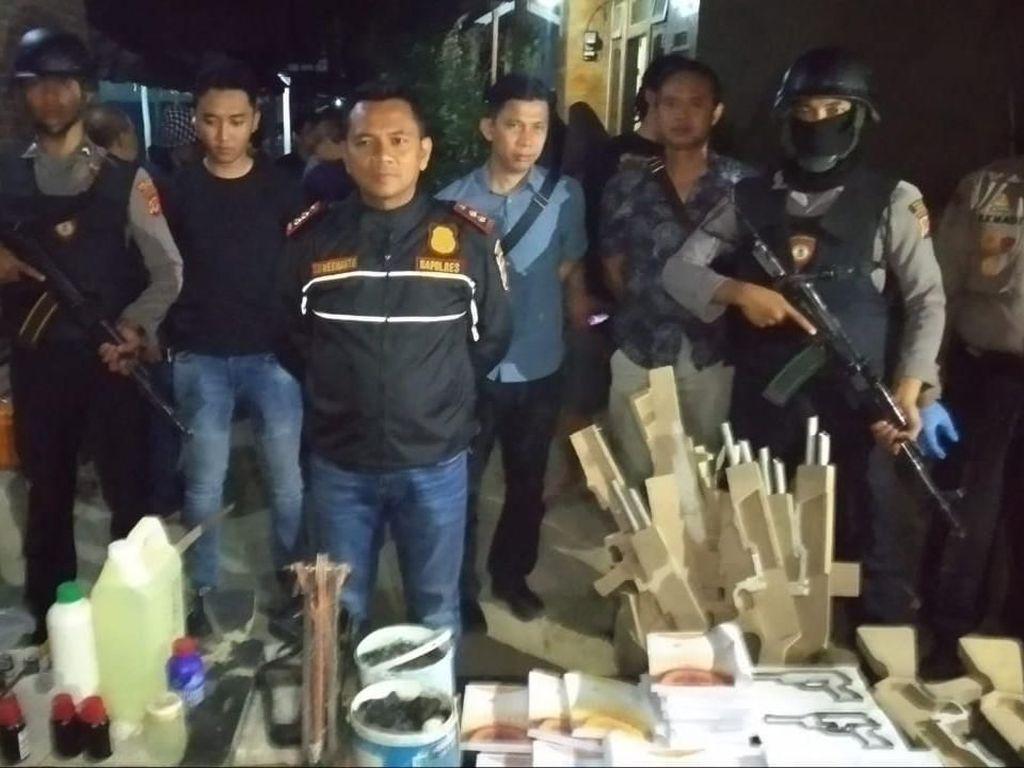 Teroris Cirebon Hendak Ledakkan Bom Kimia, Bahan Racun Abrin Ditemukan