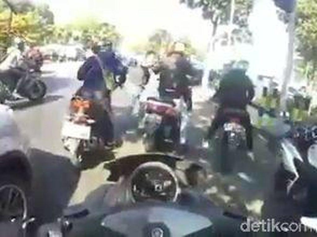Ribut Sopir CR-V vs Rider Nmax, Jalan itu Milik Bersama