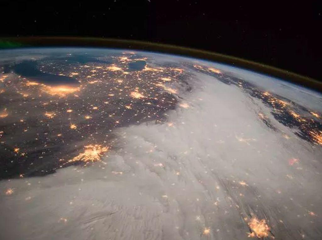 Ramalan Suram Masa Depan Bumi dan Ambisi Pindah Planet