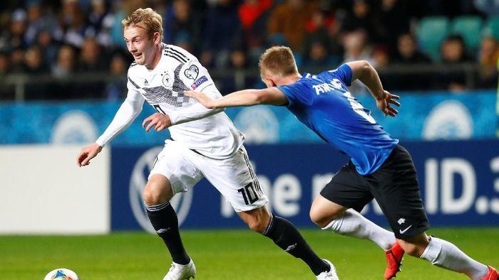 Jerman menang 3-0 atas Estonia meski harus bermain dengan 10 orang sejak babak pertama (Foto: Ints Kalnins/Reuters)