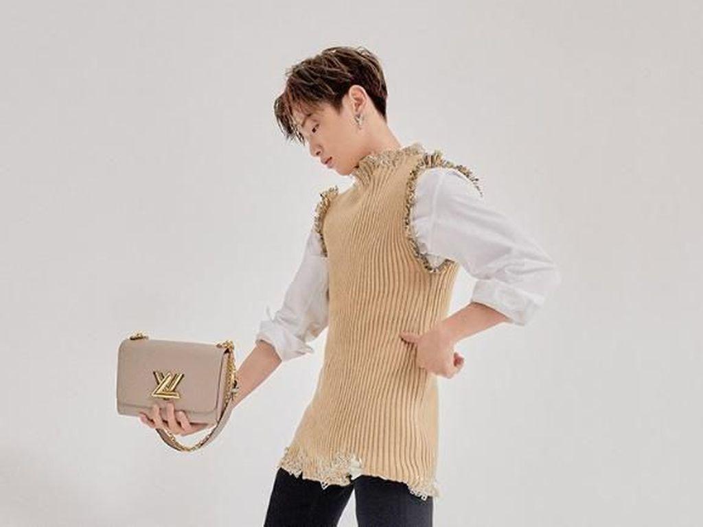 Heboh Crosshijaber, Ini Penampilan Artis Pria Korea yang Suka Pakai Baju Cewek