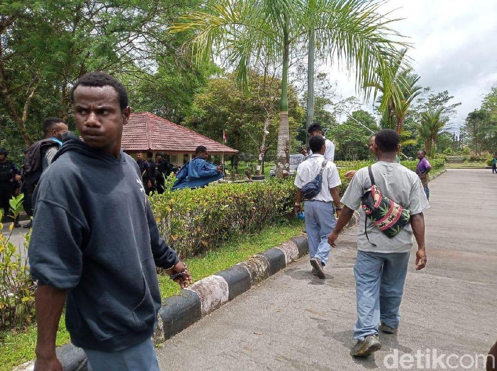 Gegara Katering, Pelajar Blokir Akses Masuk Sentra Pendidikan Timika