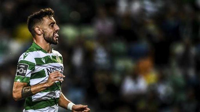 Tottenham dikabarkan dekati Bruno Fernandes lagi. (Foto: PATRICIA DE MELO MOREIRA / AFP)