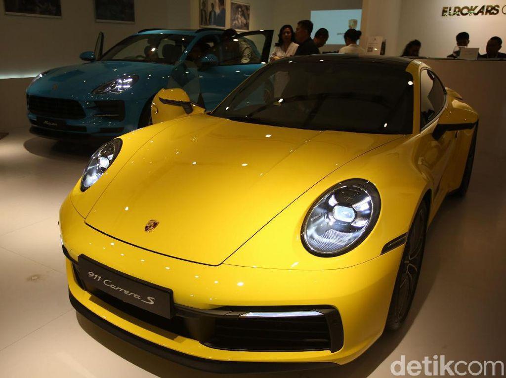 Kuning Menyala Porsche 911 Anyar Sapa Indonesia