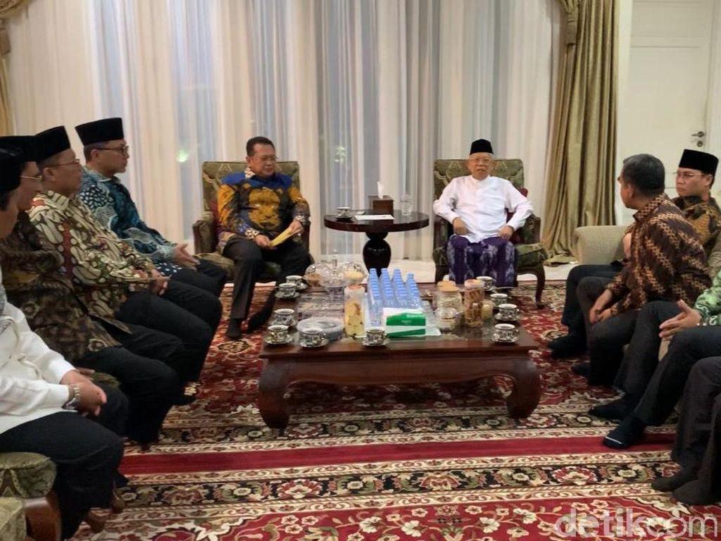 Pimpinan MPR Antar Undangan Pelantikan ke Maruf Amin