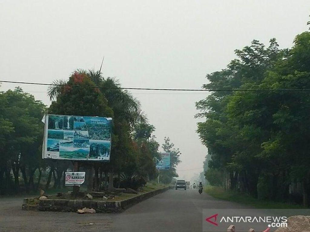 Kabut Asap Selimuti Solok Selatan, Warga Ngeluh Mata Perih dan Sesak Napas