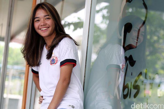 Anggita pernah terjun di dunia futsal sebelum menekuni sepakbola. Wanita yang kini berusia 20 tahun itu pernah ikut berlatih bersama tim Persija futsal yang dibesut Doni Zola (Donzol).