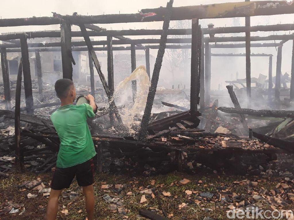 Kawasan Padat Penduduk di Palembang Terbakar, 35 Rumah Hangus