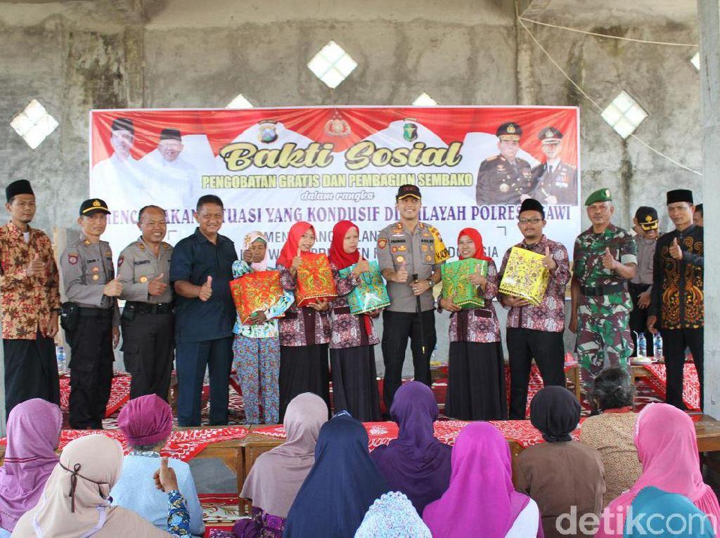 Polisi Ngawi Jaga Situasi Kondusif Jelang Pelantikan Jokowi dengan Baksos