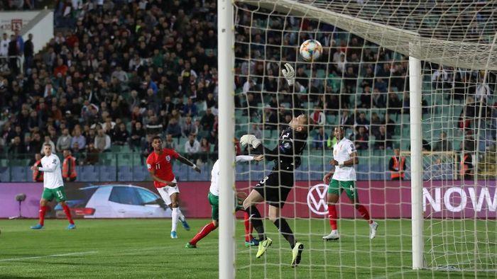 Marcus Rashford mencetak gol cantik ke gawang Bulgaria dalam kemenangan Inggris 6-0. (Foto: Carl Recine / Action Images via Reuters)