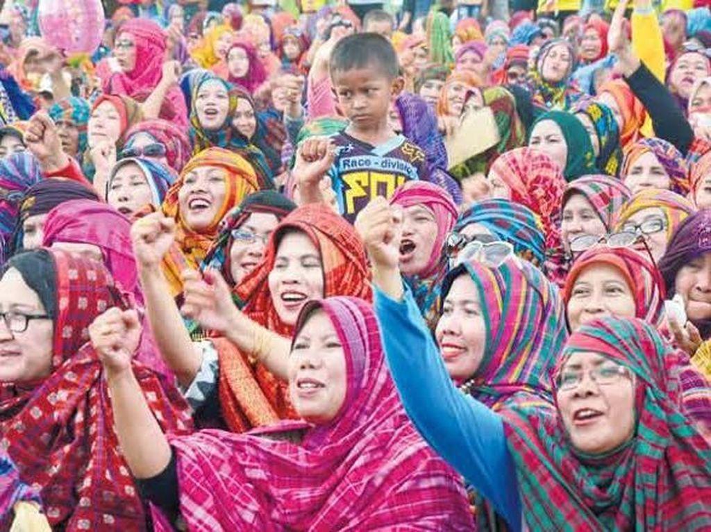 Foto: Rimpu, Pakaian Adat Bima yang Pecahkan Rekor Dunia