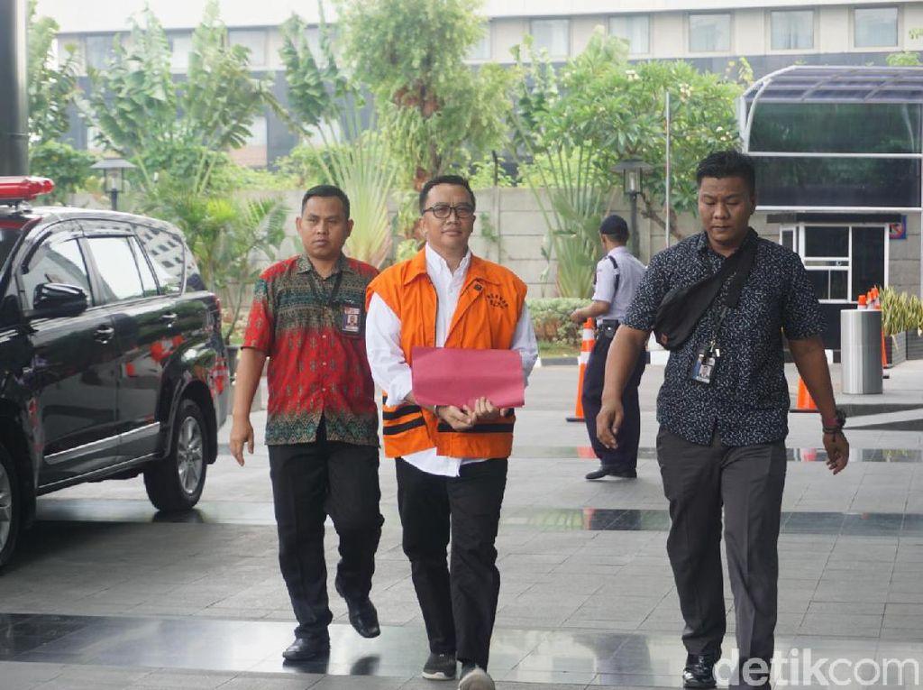 Diborgol Sembari Bawa Map Merah, Eks Menpora Imam Diperiksa KPK