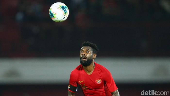 Yanto Basna jadi kapten saat Indonesia kalah 1-3 dari Vietnam di Kualifikasi Piala Dunia 2022 Zona Asia