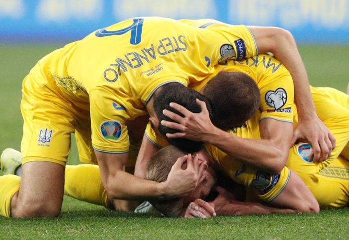 Menjamu Portugal di Olympiyskiy Stadium, Selasa (15/10/2019) dini hari WIB, Ukraina akhirnya memenangi duel tersebut dengan skor 2-1. REUTERS/Valentyn Ogirenko.