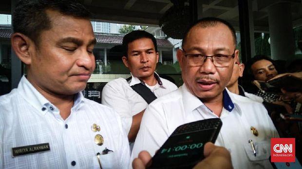 Wakil Wali Kota Medan, Akhyar Nasution (kacamata).