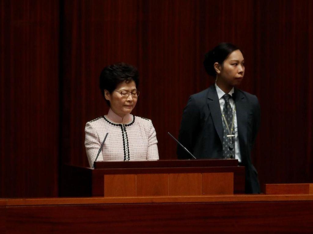 Detik-detik Pidato Pemimpin Hong Kong Digagalkan Pendemo