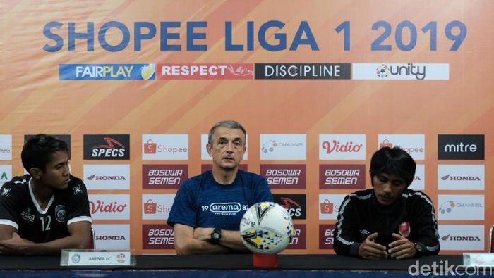 Pelatih Arema FC, Milomir Seslija, targetkan menang di kandang PSM Makassar (Ibnu Munsir/detikSport)