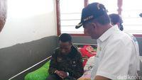 Muhadjir Effendy menjenguk Frans di RSUD Wamena