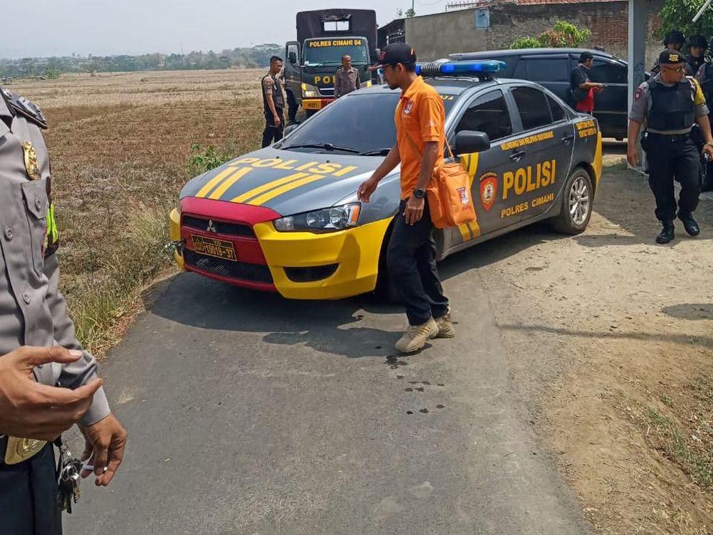 Densus Geledah Rumah Terduga Teroris DP di Bandung Barat