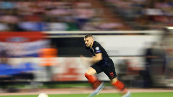 Ante Rebic disebut kalah dalam perjudian setelah pindah ke AC Milan. (Foto: Antonio Bronic / Reuters)