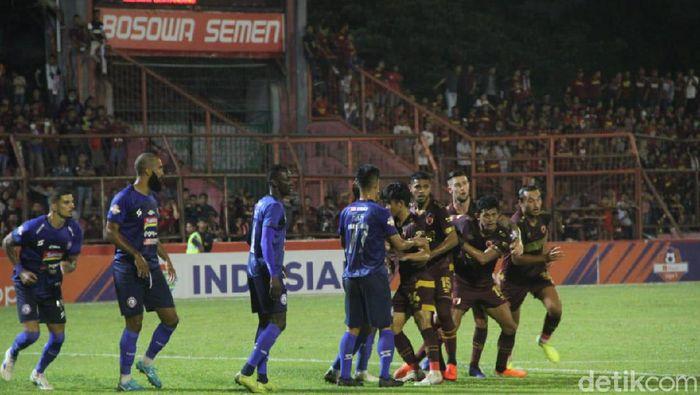 PSM Makassar kalahkan Arema FC 6-2 (Ibnu Munsir/detikSport)