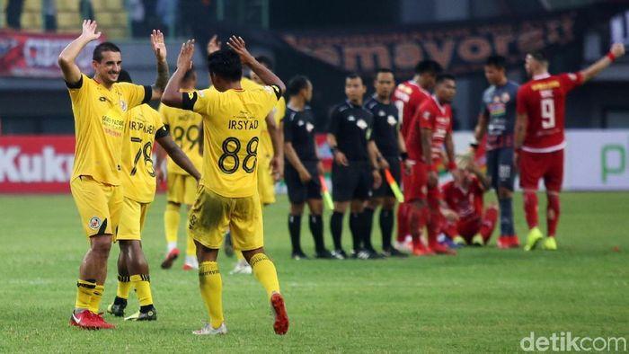 Semen Padang mengalahkan Persija Jakarta 2-1, karena sukses menutup ruang tim lawan. (Foto: Agung Pambudhy)