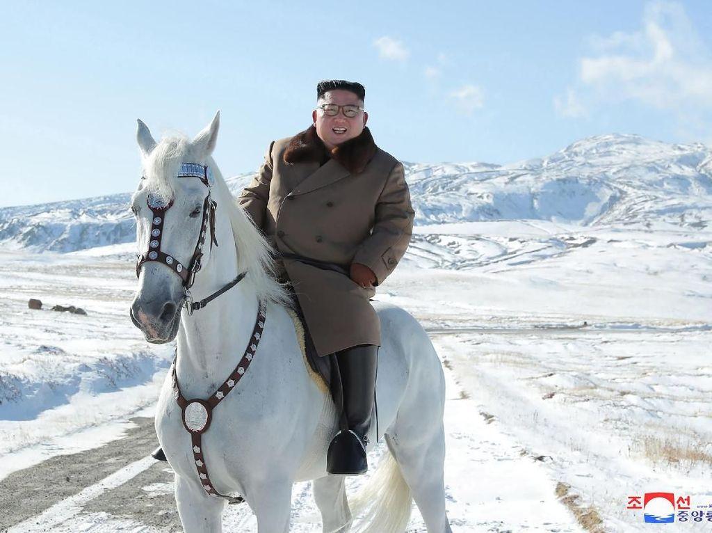 Foto: Gunung Suci di Korea Utara Saat Tertutup Salju