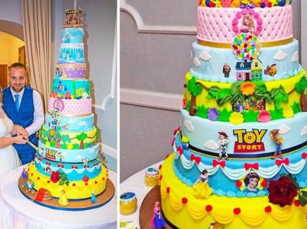 Warna-warni! Pengantin Ini Suguhkan Kue Disney Setinggi 1 Meter