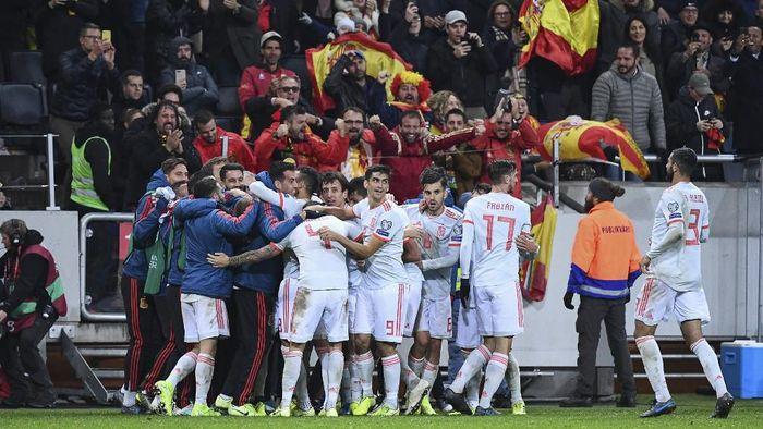 Timnas Spanyol lolos ke putaran final Piala Eropa 2020 (Foto: Jonathan NACKSTRAND / AFP)