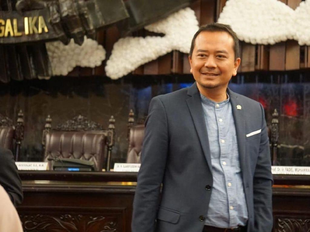 Komisi X DPR Minta Pemecatan Guru Honorer Posting Gaji Rp 700 Ribu Dibatalkan